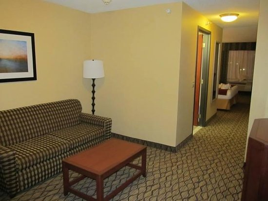 Holiday Inn Express Belleville: Our upgraded suite