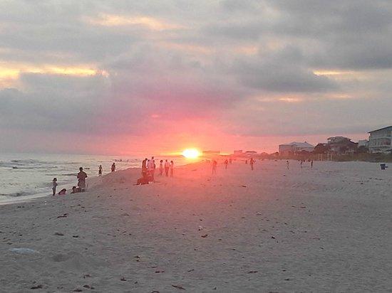 Pineapple Beach Villas: Sunset