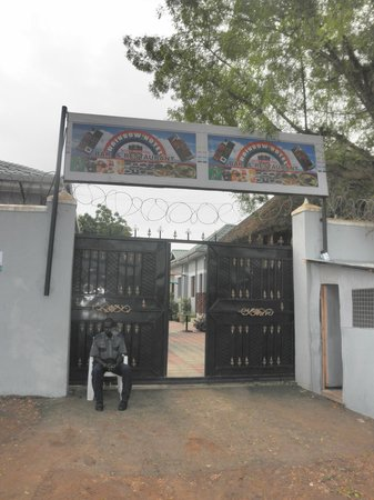 Rainbow Hotel: front gate