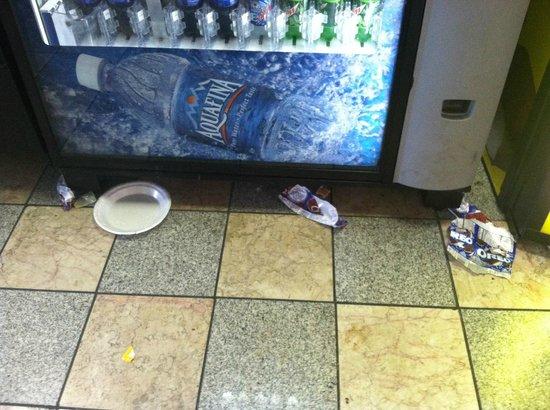 Oh St Joseph Resort Hotel: Trash on lobby and hallway floors