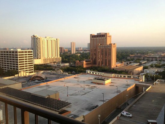 Westin Galleria Houston Hotel: View from Room, overlooking Galleria Mall