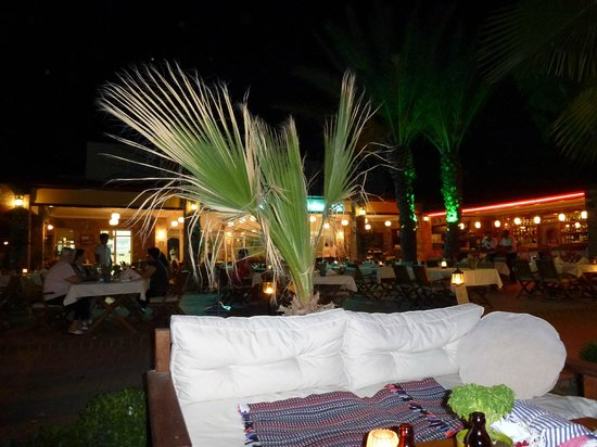 Toloman Hotel: beach front