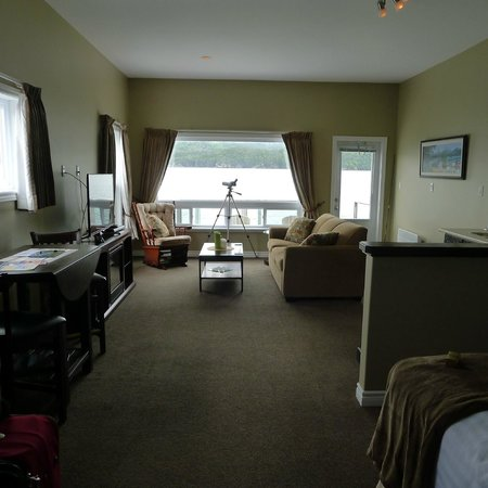 Seaside Suites Gros Morne Newfoundland: Over the water suite