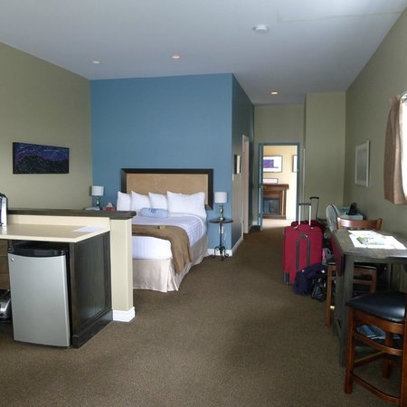 Seaside Suites Gros Morne Newfoundland: On the water suite