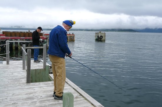 Seaside Suites Gros Morne Newfoundland: Fishing off the deck