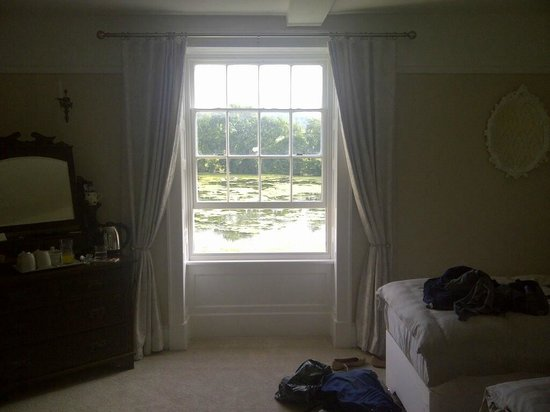 Hindwell Farm Bed & Breakfast: Our room overlooking the lake.