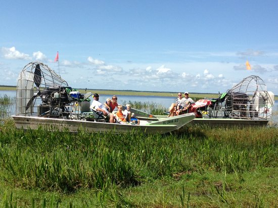 Wild Willy's Airboat Tours: Dual boats