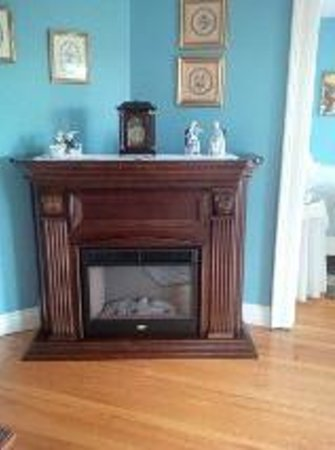 Redwood Bed & Breakfast: The Paris Room fireplace