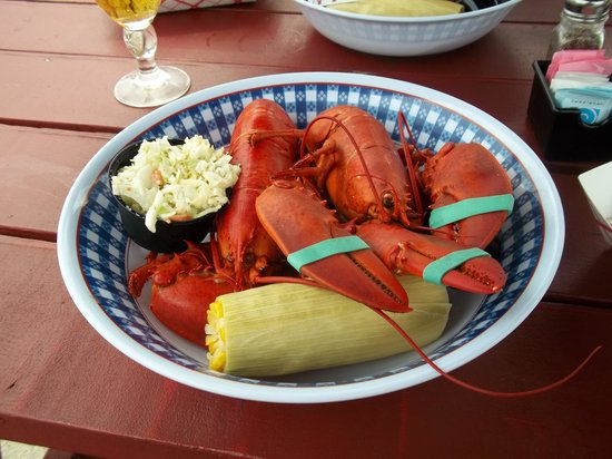 Harbor House Inn: Twin Lobstas $18