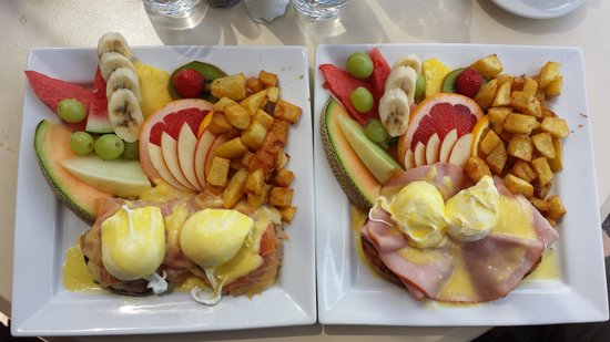 Bistro Lounge GARCONS!: Best Brunch....eggs Benedict! I had the smoked salmon