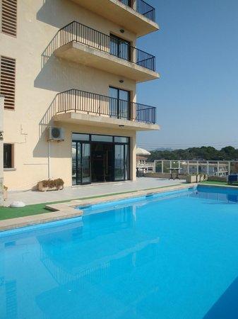 Hotel Rocamar: la piscine et l'hôtel