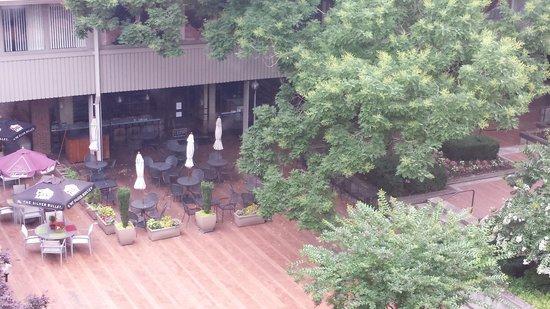 Radisson Hotel at Cross Keys: Courtyard view