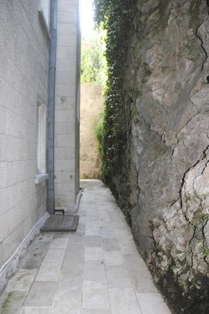 Villa Glavic Dubrovnik: stone wall a few feet from back windows.