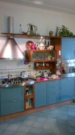Maya E Leo: la cucina, the kitchen