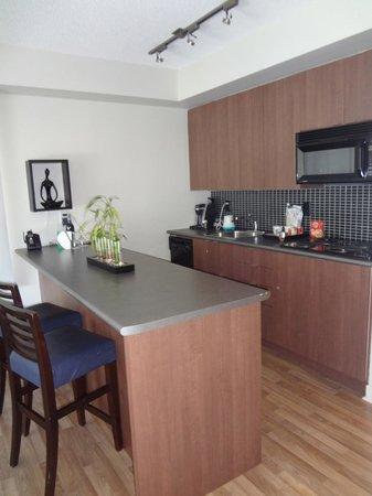 Executive Hotel Cosmopolitan: Kitchen