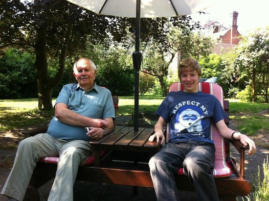 The Manor Coach House: Enjoying the sunshine in the garden