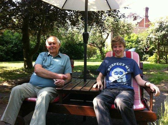The Manor Coach House : Enjoying the sunshine in the garden