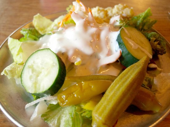 Jojo's Catfish Wharf : Fresh salad with a variety of veggies.
