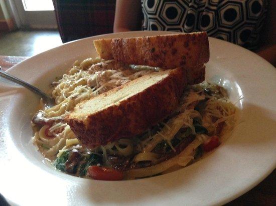 MacAllisters Grill & Tavern: wife's chicken pasta