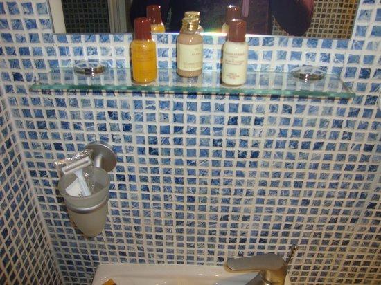 Studios2Let - North Gower: Gel y shampoo y crema