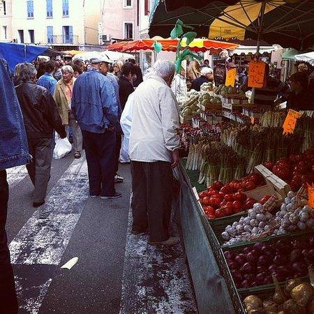 La Madone: Market in Apt