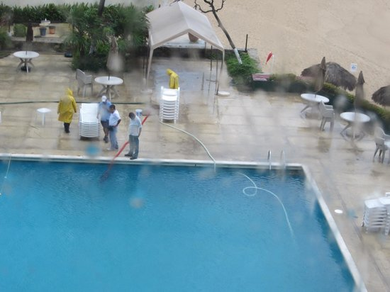 El Presidente Acapulco: Llenando la cisterna del hotel