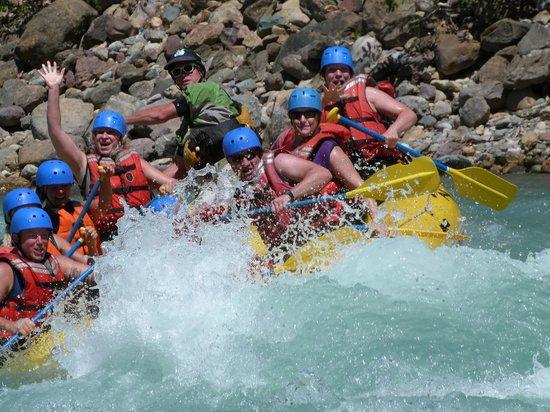 Kootenay Raft Co : Wave to the camera