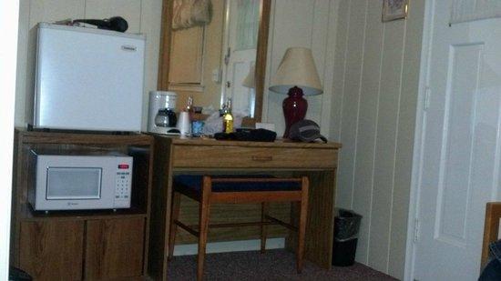 Honor Motel : desk/mini fridge/microwave