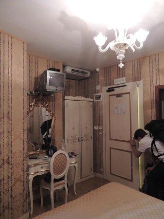 Hotel e Residenza San Maurizio: Interior do Quarto