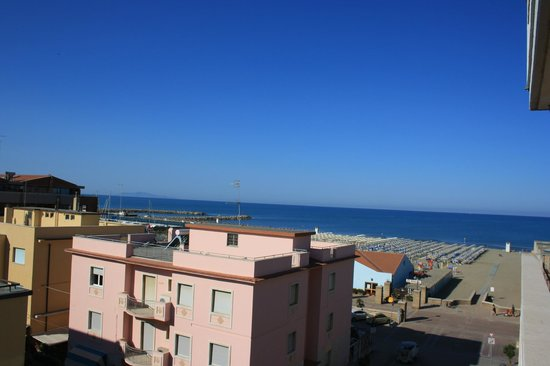 Lola Piccolo Hotel: Sea view!