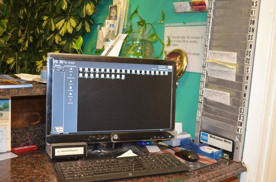 El Kapp Motel: Front Desk