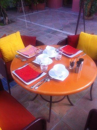 Sainte Valerie Hotel: outside breakfast table