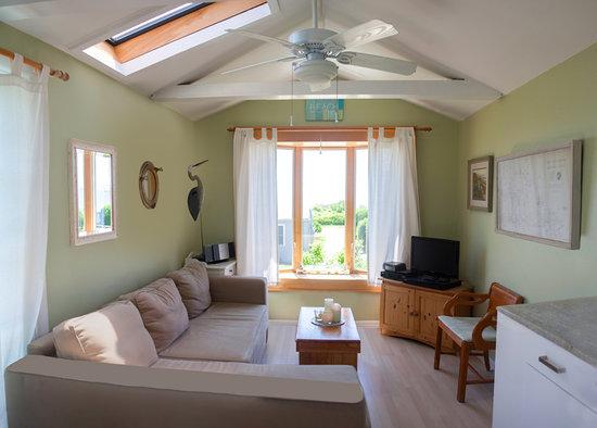 Beach Plum Resort : View of Sample Living Room