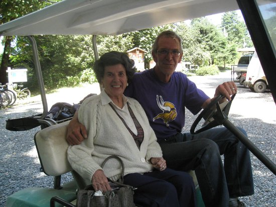 Dinghy Dock Pub & Floating Restaurant: Bruce,our chauffer and Betty