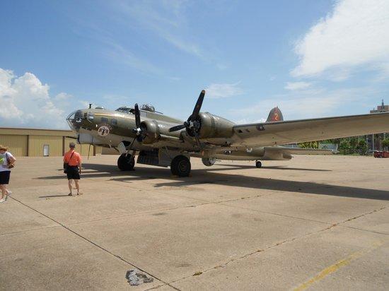 Lone Star Flight Museum: B17 warbird