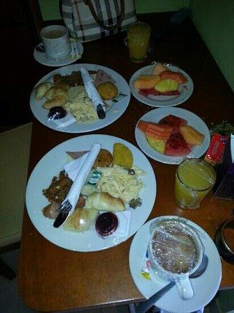 Hotel Atrium Plaza: Desayuno en el Atrium