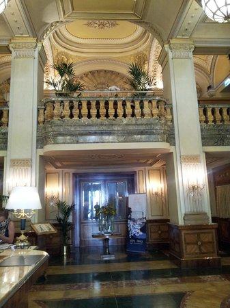 Hotel Imperial Vienna: Von der Lobby Blick ins Business-Center