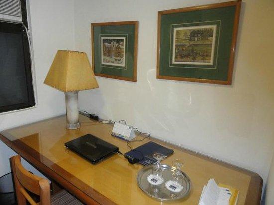 Tulip Inn Presidente Hotel Santiago: Saleta do quarto