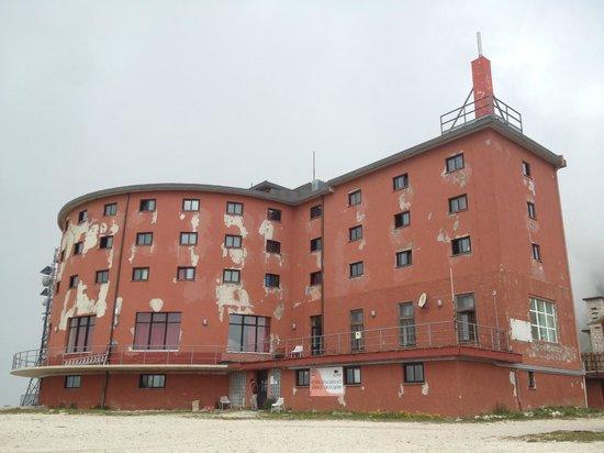 Campo Imperatore : Vista lato Sud (retrostante) dell'hotel