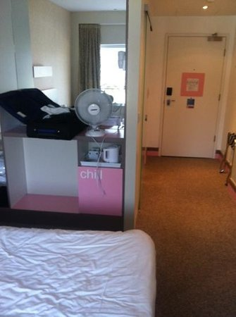 Citrus Hotel Cheltenham By Compass Hospitality (Formerly The Big Sleep Hotel): how can you chill with no air con and inside isn't a fridge