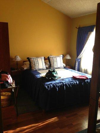 Hotel Torre Dorada: Our bed on top floor looking East I believe.