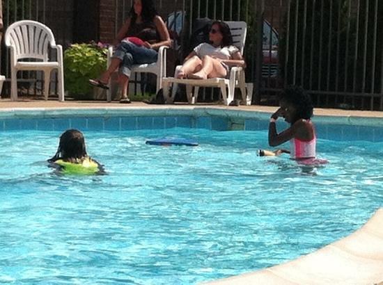 Baymont Inn & Suites Indianapolis South: Pool runs 3 feet to 5 feet depths.