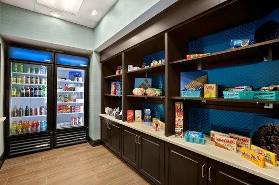Hampton Inn & Suites Huntsville / Research Park Area: Snack Shop