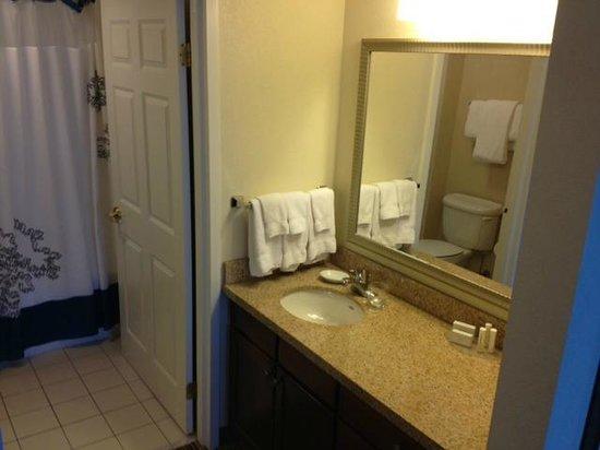 Residence Inn Whitby: Bathroom