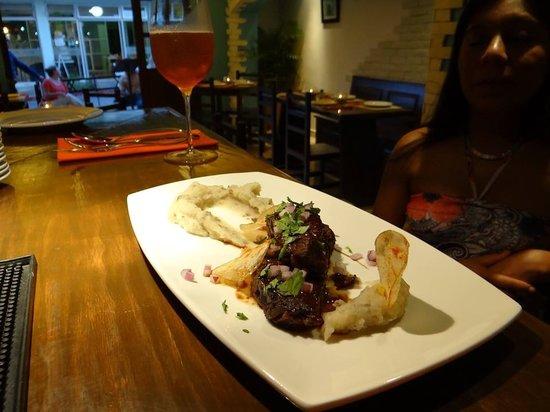 Marejada Baja Bistro & Barra : 8 hour braised beef short ribs, glass of artisinal beer