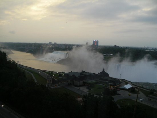 Niagara Falls Marriott Fallsview Hotel & Spa: early morning view from room