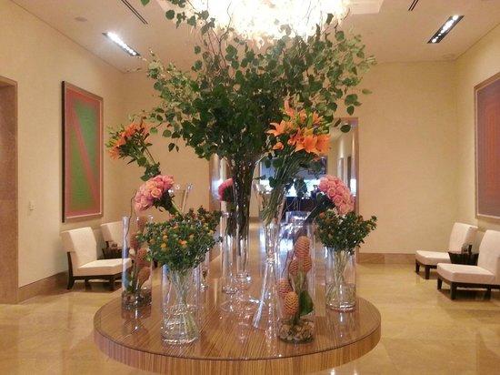 Four Seasons Baltimore: Lobby flower display, changed weekly
