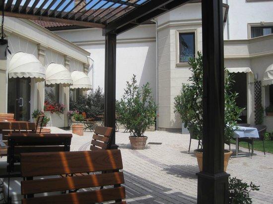 Hotel Sonnenhof: Garden