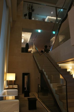 The Baume Couture Boutique Hotel: Super design lobby