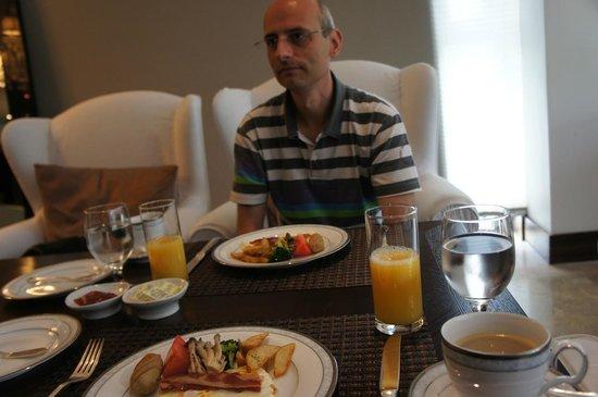 The Baume Couture Boutique Hotel: A la carte breakfast